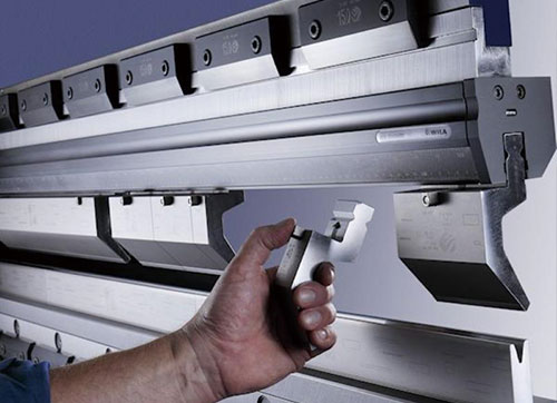 数控转塔冲床模具的正确使用方法